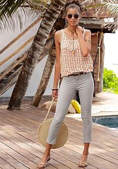 Sleeveless Print Top, Skinny Leg Capri Pants product image (X33069.X38041.CPP.TAWH)