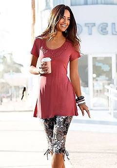 Lace Neckline Tunic Top, Paisley Printed Capri Pants product image (X34032-RD)